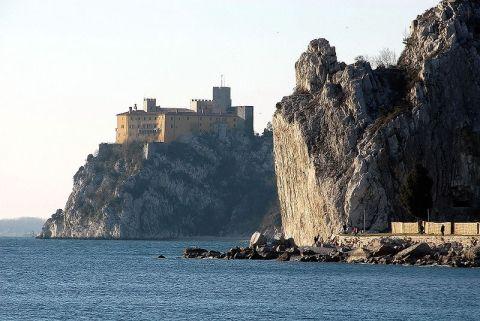 800px-Duino_castello_09022008_01